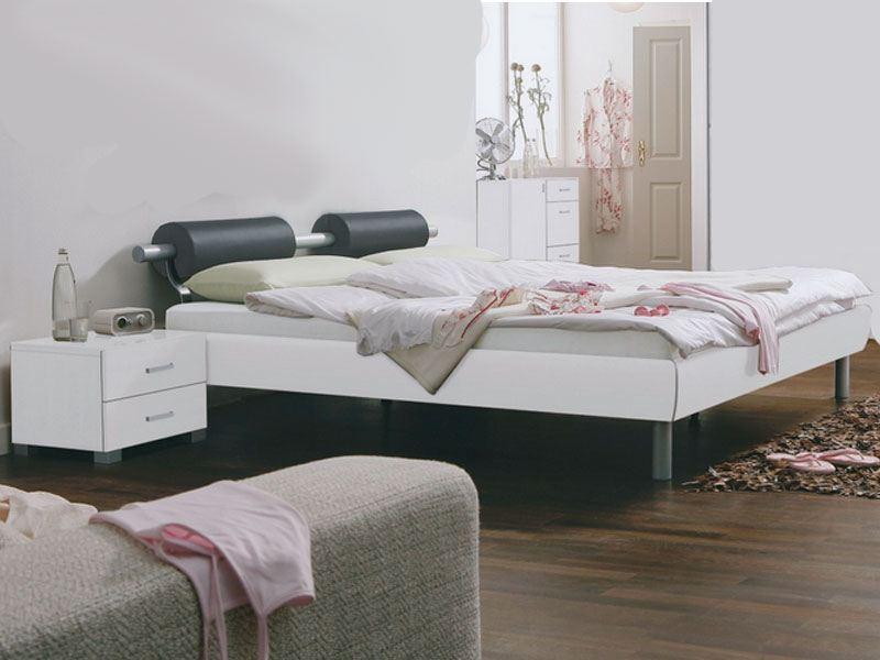 Rauch Select Gala-Plus Bett in Hochglanz weiß mit Mtallstangen-Kopfteil