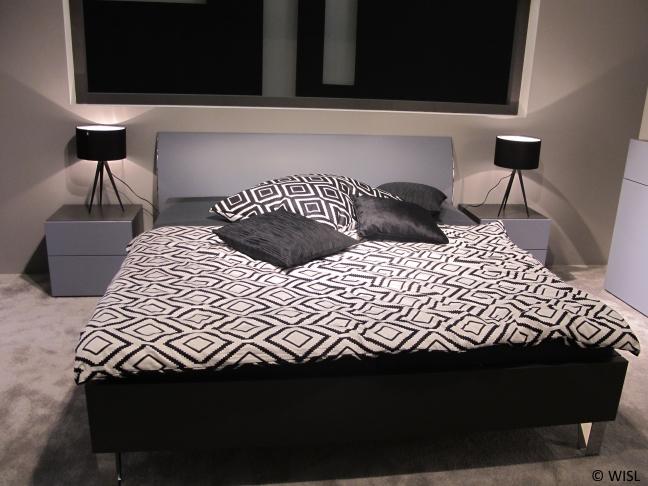 Doppelbett Im Schwarz Und Weiß Look Ist Neuer Trend Im Schlafzimmer